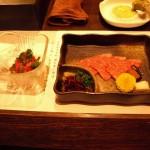松坂牛の塩ユッケと刺身 泡醤油で